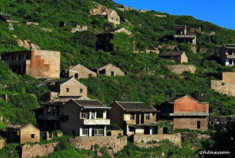 Удивительное перерождение заброшенной рыбацкой деревни в сказочно красивую долину! рис 2