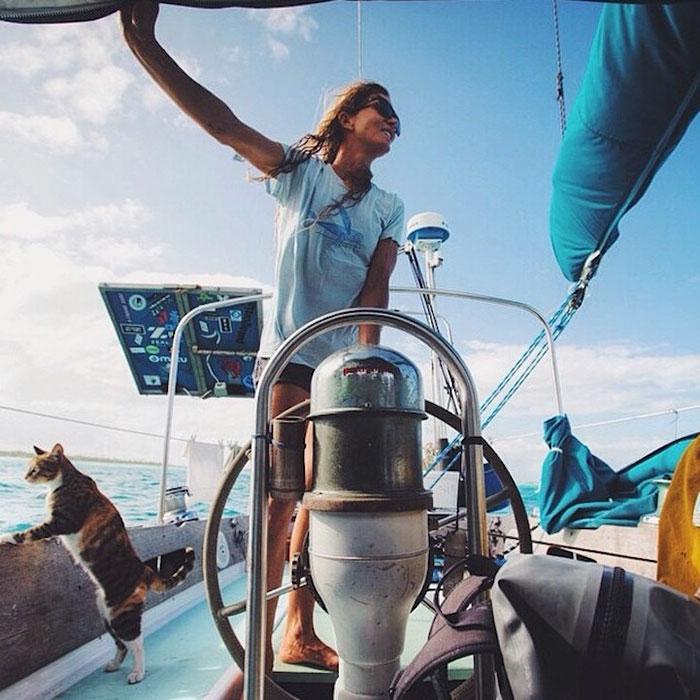 Кошка путешествует на яхте рис 2