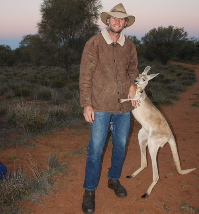 rescued-hugging-kangaroo-abigail-australia-1