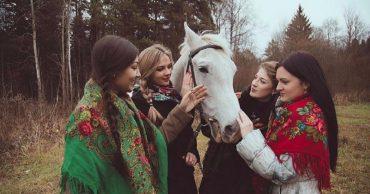 Конь Жорик начал хромать и был продан мяснику... Но об этом узнала бывшая наездница - и вытащила друга буквально из-под ножа!