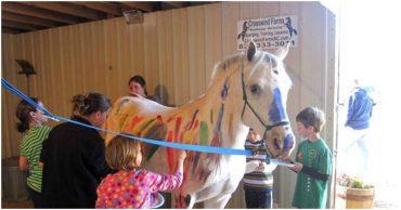 """""""Дети, тема сегодняшнего урока - рисование на лошади!"""" Жестокое обращение с животными тоже бывает разным..."""
